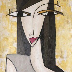 mujer en fondo amarillo